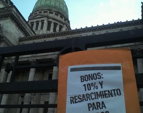 Bonos: media sanción a una ley que no resuelve el reclamo de los telefónicos
