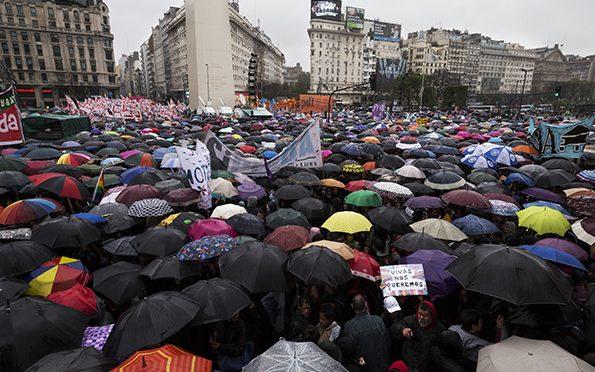 19/10 : Paramos y nos movilizamos  Masivamente.  Mientras la CGT transa con las patronales  y el gobierno