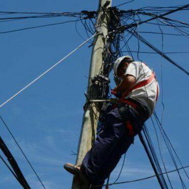"""Basta de muertes y """"accidentes"""" en Telefónica  Inmediata prohibición de escalamiento y reconocimiento del riesgo eléctrico y en altura"""