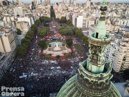 8M: Una multitud por las reivindicaciones y el derecho al aborto legal, seguro y gratuito
